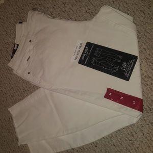 👖NWT frayed hem white pants